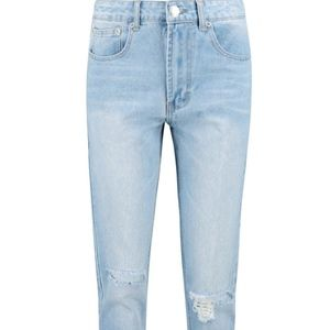 Boohoo Jeans - High Waisted Light Wash Mom Jeans